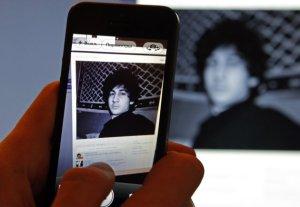 Foto del perfil de Djohar Tsarnaev, sospechoso de las explosiones en la maratón de Boston, en la red social rusa Vkontakte (VK), similar a Facebook, en un monitor en St. Petersburg, Rusia, el 19 de abril de 2013. REUTERS