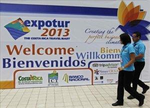 Visitantes participan en la feria de turismo Expotur 2013 en San José (Costa Rica). EFE