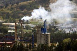 Costa Rica se ha propuesto ser carbono neutral en el año 2021, es decir, compensar todas las emisiones de carbono de su economía y las de sus ciudadanos. En la imagen el registro de una chimenea en una zona industrial de la provincia de Cartago (Costa Rica). EFE