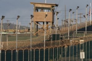 """El ministro de Relaciones Exteriores de Cuba, Bruno Rodríguez Parrilla, pidió el miércoles ante la ONU la clausura de la prisión y de la base naval estadounidense de Guantánamo, denunciando """"las torturas"""" y """"los muertos"""" en esa zona. AFP"""