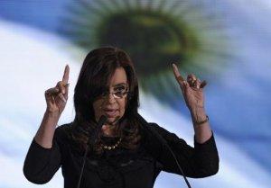 La presidenta argentina Cristina Kirchner ordenó la noche del jueves cambios en su Gabinete, al nombrar nuevos ministros de Defensa y Seguridad, luego de criticar a funcionarios y dirigentes de su partido que no dan suficiente apoyo al Gobierno. (AFP