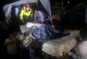 Al menos nueve personas murieron en el estado mexicano de Guerrero (sur) por las intensas lluvias provocadas por la tormenta tropical Manuel, próxima a la costa del Pacífico, mientras que en Veracruz (este) 6.000 fueron evacuadas por el huracán Ingrid, informaron este domingo autoridades locales. AFP