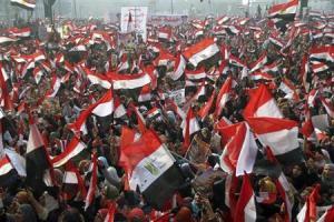 Partidarios del Gobierno egipcio se reúnen en la plaza Tahrir en El Cairo, en el tercer aniversario del levantamiento de 2011 que derrocó al presidente autócrata Hosni Mubarak. 25 enero, 2014. REUTERS