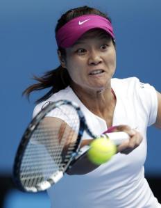 La china Li Na of China durante su partido ante la italiana Flavia Pennetta en los cuartos de final del Abierto de Australia el martes 21 de enero de 2014. (AP Foto