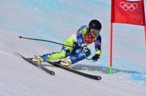 El chileno Henrik Von Appen compite durante el supergigante de esquí en los Juegos Olímpicos de Invierno de Sochi, Rusia, el 16 de febrero de 2014 (AFP