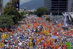 Miles de personas participan de una marcha contra el gobierno de Nicolás Maduro, el 22 de febrero de 2014 en Caracas (AFP
