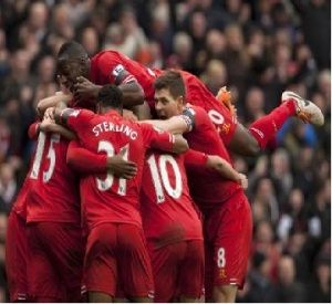 Jugadores del Liverpool celebran uno de los tantos en la goleada de 5-1 al Arsenal