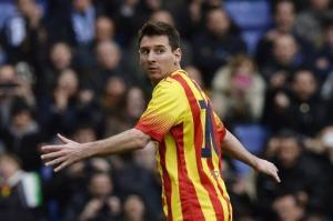 El argentino Lionel Messi anota de penal el único tanto del encuentro frente al Espanyol, el 29 de marzo de 2014, en el estadio Cornellá El Prat de Barcelona (AFP