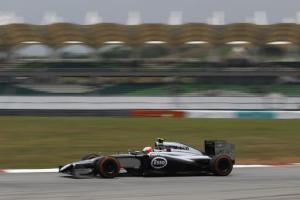 El danés Kevin Magnussen, de McLaren, durante la tercera sesión de prácticas para el Gran Premio de Fórmula Uno en Malasia, en el circuito internacional de Sepang, el sábado 29 de marzo de 2014. La carrera se correrá el domingo. (AP Foto/