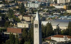Al menos siete personas han sido asesinadas en un tiroteo cerca del campus universitario de la ciudad californiana de Santa Bárbara, incluido el sospechoso de realizar los disparos, informaron el sábado medios locales. En la image, la torre Sather, sobre la Universidad de California en el campus de Berkeley, California, el 12 de mayo de 2014. REUTERS