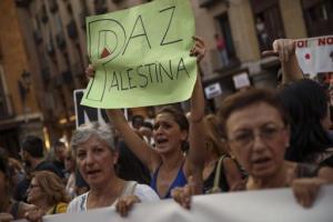 Manifestación en Madrid, España, en apoyo a los palestinos y para pedir que Israel cese sus operaciones militares, el jueves 31 de julio de 2014. (Foto AP