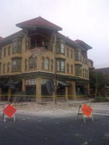 Un seísmo de magnitud 6 golpeó en la madrugada del domingo la región productora de vino de Estados Unidos al norte de San Francisco, dejando decenas de personas heridas, causando daños a edificios históricos y provocando incendios en algunas casas cercanas a la turística ciudad de Napa. Muestra de los daños causados por el terremoto en Napa, California, el 24 de agosto de 2014. REUTERS/