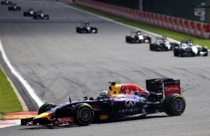 AFP - El piloto australiano Daniel Ricciardo, de la escudería Red Bull, conduciendo hacia la victoria en el Gran Premio de Bélgica de Fórmula 1, este 24 de agosto de 2014 en el circuito de Spa-Francorchamps (AFP