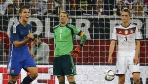 Erick Lamela celebra su anotación ante la mirada del arquero alemán Manuel Neuer