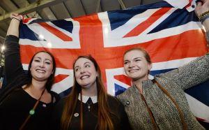 Los partidarios del 'no' celebran este 19 de septiembre de 2014, en Edimburgo, Escocia. La capital de Escocia, Edimburgo, rechazó la independencia con 194.638 votos en contra, frente a 123.927 a favor, lo que consolida la victoria del 'no' en el referéndum, según se anunció este, 19 de septiembre. De un electorado de 378.012 personas, hubo una participación del 84,27 %, en torno a la media nacional, con un 61,10 % de apoyo al 'no' y un 38,9 % de apoyo al 'sí'. EFE/