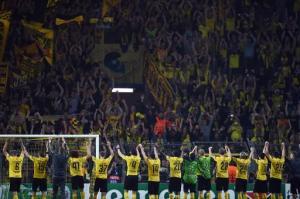 Los jugadores del Borussia Dortmund celebran la victoria 2-0 ante el Arsenal en su estreno en Liga de Campeones, el 16 de septiembre de 2014, en Dortmund (AFP