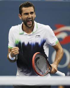 El croata Marin Cilic festeja tras realizar un tiro frente al suizo Roger Federer en la semifinal del Abierto de Estados Unidos, el sábado 6 de septiembre de 2014 en Nueva York (AP
