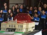 Queque gigante sirvió para festejar los 117 años  del Teatro Nacional