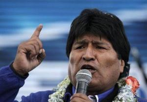 """En la imagen de archivo, el presidente de Bolivia, Evo Morales, habla durante la ceremonia de cierre de su campaña electoral presidencial en El Alto, el 8 de octubre del 2014. Los bolivianos comenzaban a votar el domingo en unas elecciones presidenciales donde se espera la contundente reelección de Morales, impulsado por una bonanza económica que en nueve años de """"socialismo originario"""" abatió la pobreza del país andino a mínimos históricos. REUTERS"""