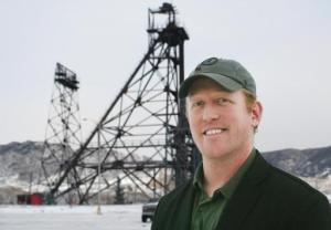 En una imagen del 20 de diciembre de 2013, Robert O'Neill un ex integrante del equipo de fuerzas especiales SEAL de la Armada de Estados Unidos, posa para la cámara en Butte, Montana. O'Neill se identificó a sí mismo públicamente el jueves 6 de noviembre de 2014 como quien mató de un disparo en la frente a Osama bin Laden. (Foto AP