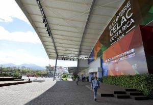 Vista parcial del edificio Pedregal donde representantes de gobiernos de los países de la Celac asisten a la III Cumbre del Grupo, en San José, Costa Rica, el 26 de enero de 2015 (AFP