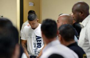 Donald Salmon, uno de los siete hombres acusados del asesinato del ambientalista Jairo Mora, en mayo de 2013, llega a declarar a la corte de Limón, 170 km al este de San José, el 26 de enero de 2015. (AFP |